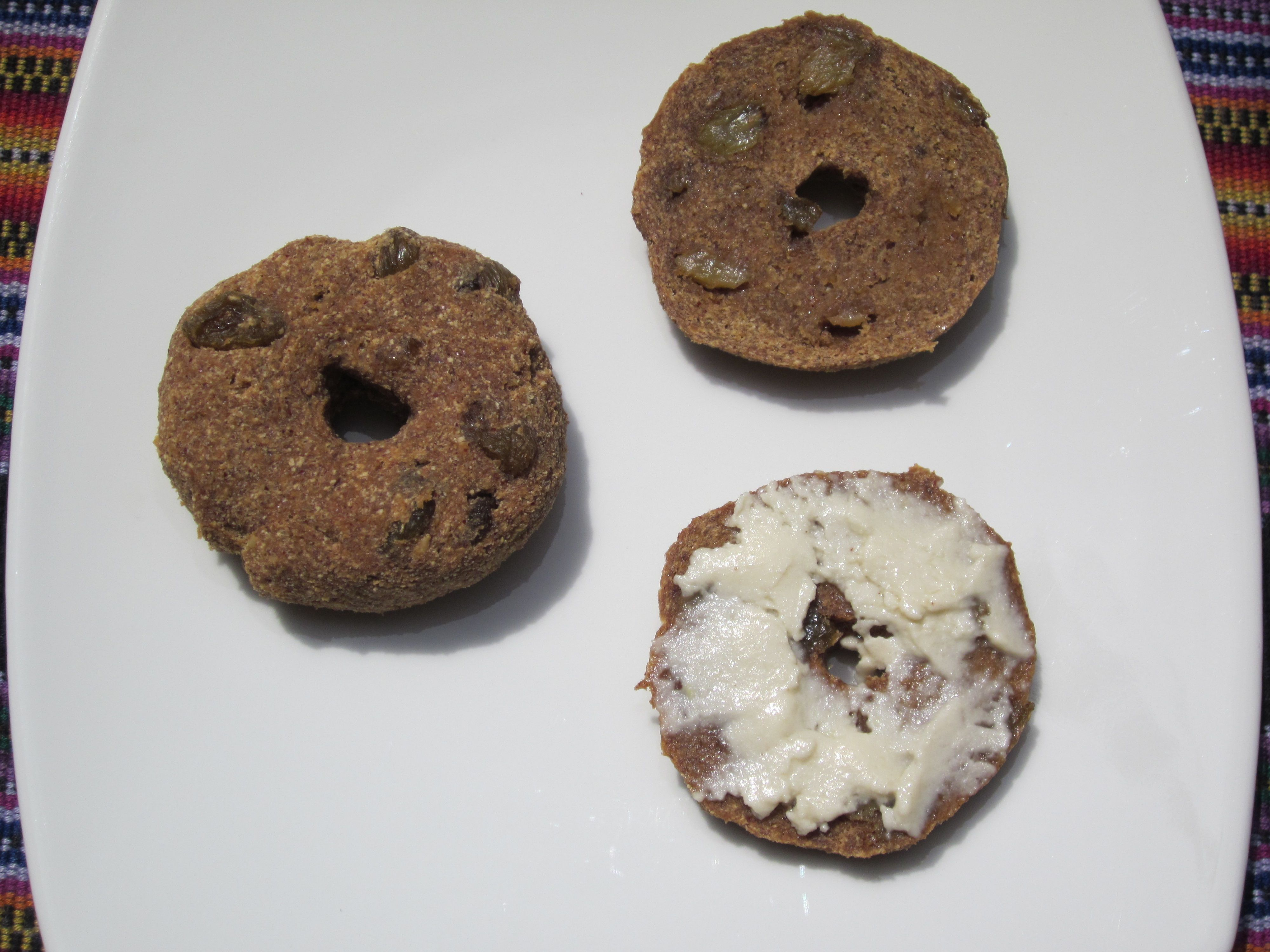 11 healthy raw food breakfast ideas for new years day raw food 1 apple raisin bagels forumfinder Image collections