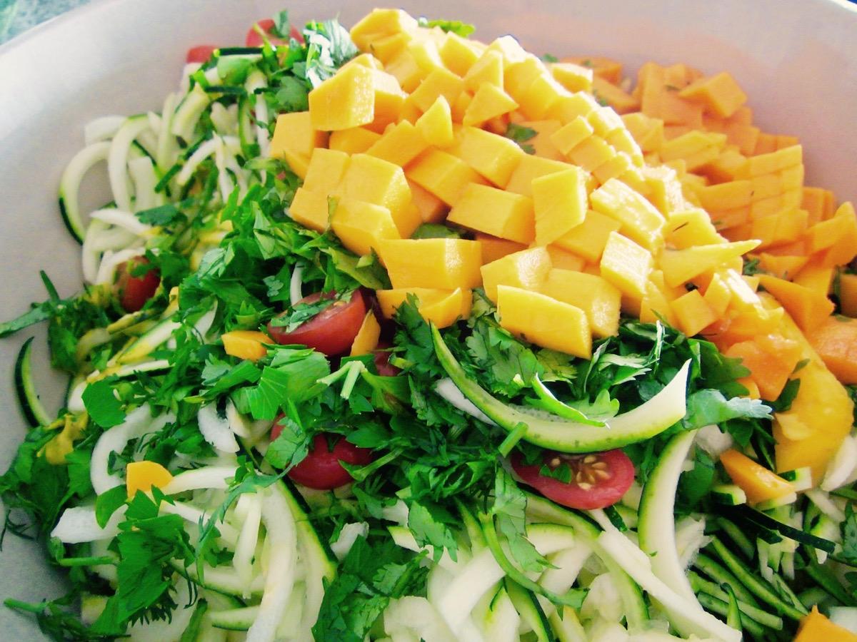 zucchini-noodles-mango